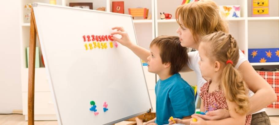 Experts recommend a more hands on approach from parents