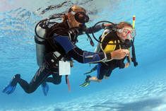 Intro to Scuba Diving Gillitts Diving Classes & Lessons 4