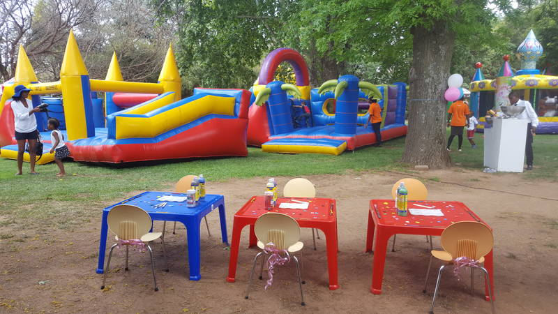Jumping Castles & Arts & Crafts Set Up