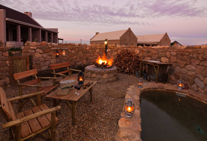 Boma with fully equipped braai area and plunge pool