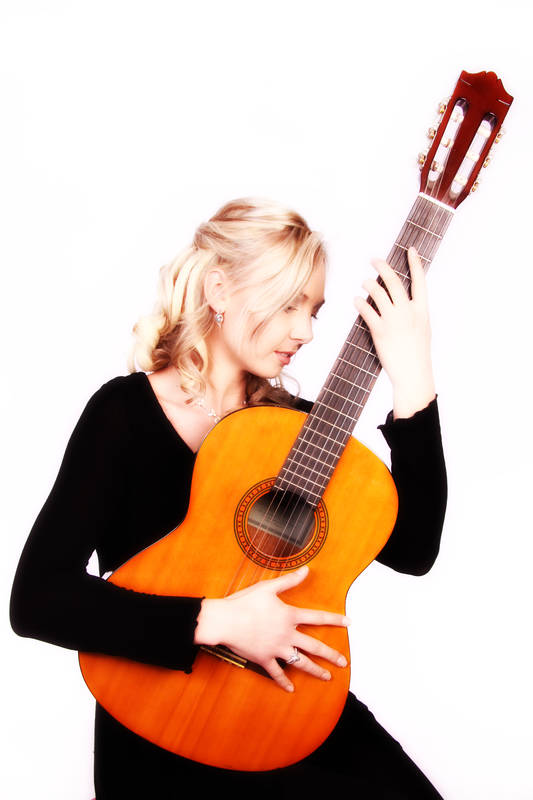 Melani Carrancho: Your guide to learn how to sing and play guitar