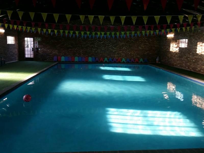 Swimming pool (14 x 8 meters)